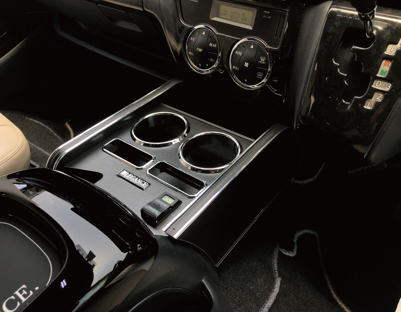 Interior CupHolder 200系ハイエース レガンス インテリアカップホルダーModel ??